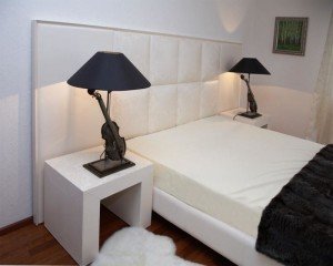 Фото прикроватной тумбы в спальне