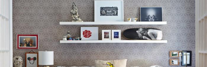 Полка над диваном своими руками фото