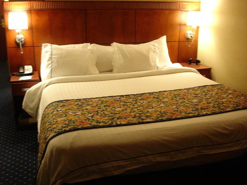 светильники прикроватные для спальни фото